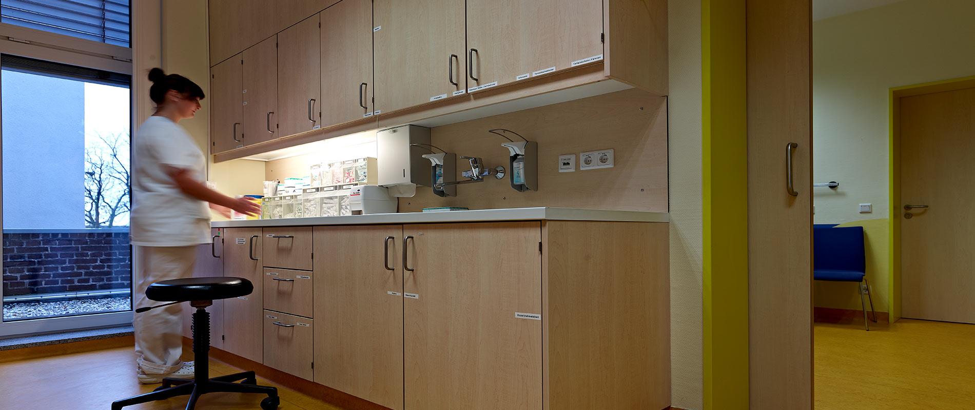 euregio-klinik-empfang-schwesterndienstplatz_rosink-objekteinrichtungen